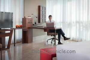 Jumeirah_-_Business_Desk_and_Complimentary_Wi-fi