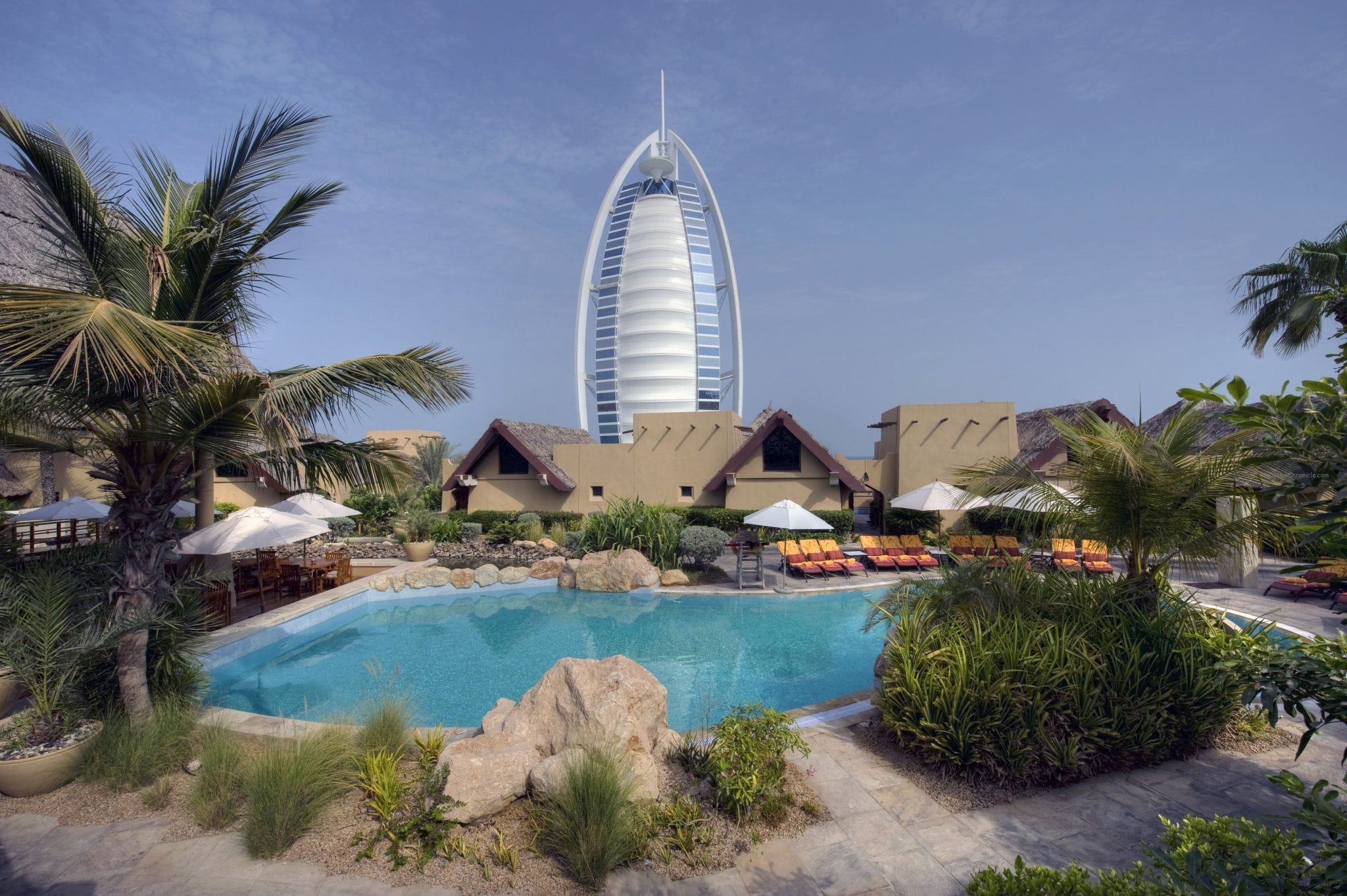 Jumeirah_Beach_Hotel_-_Beit_Al_Bahar_-_Exclusive_pool_2