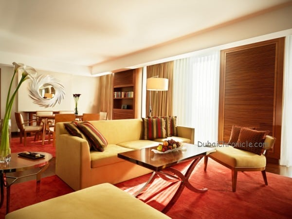 Jumeirah_Frankfurt_-_Senator_Suite_Living_Room_and_Dining_Room