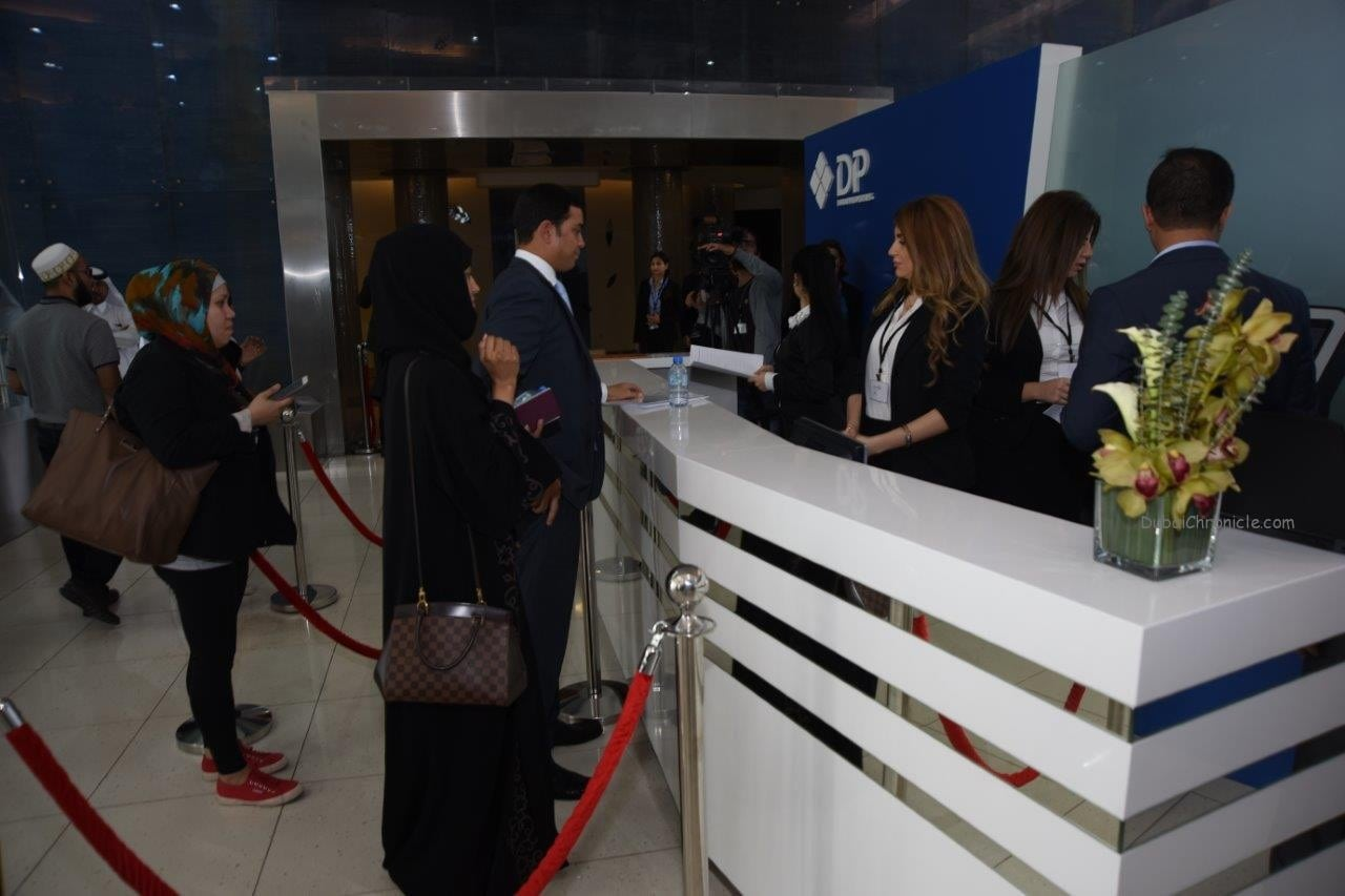 Customers and investors queuing at DP sales center (2)